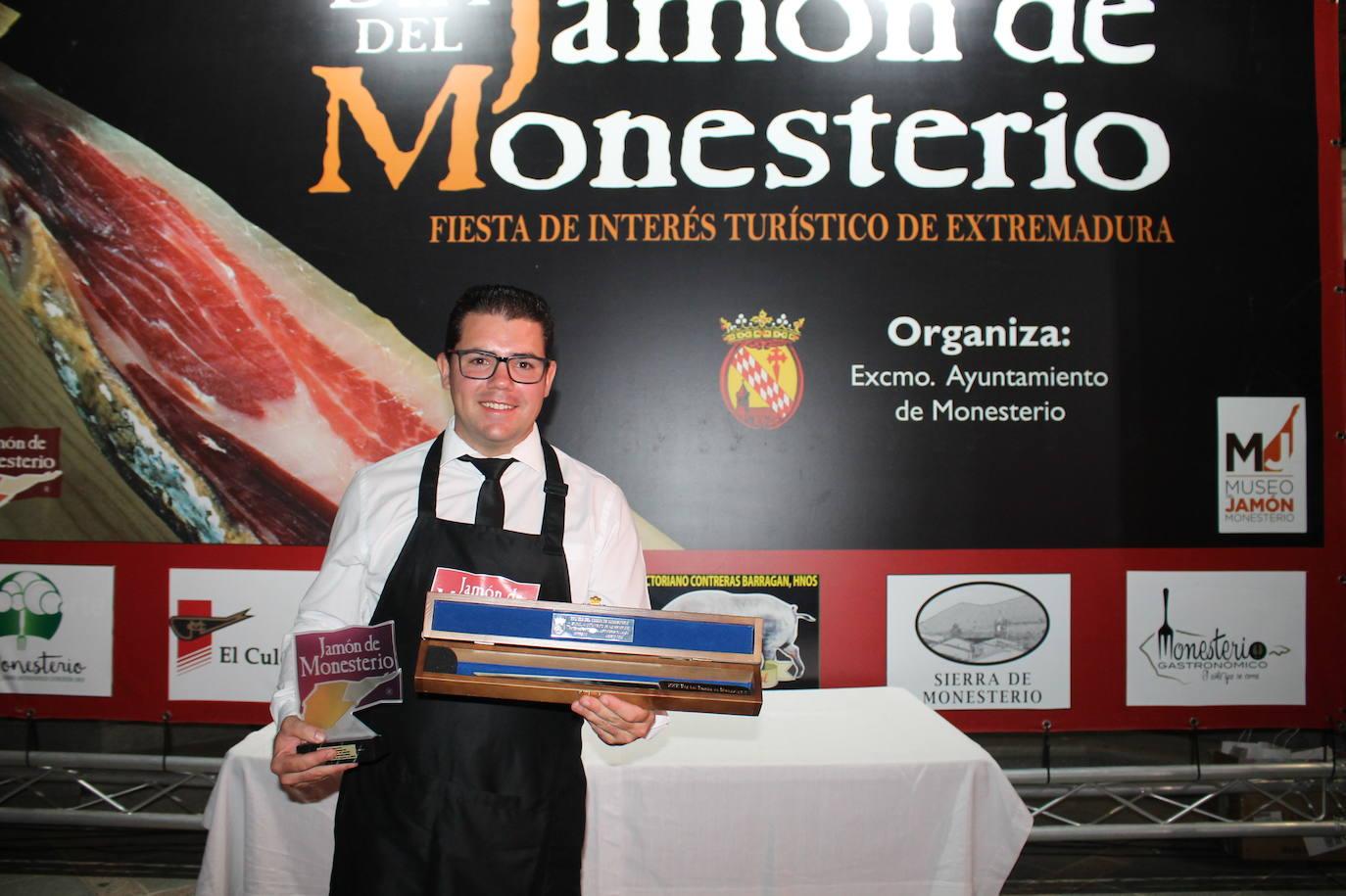 El onubense Antonio González, nuevo Cuchillo Jamonero de Oro de Monesterio