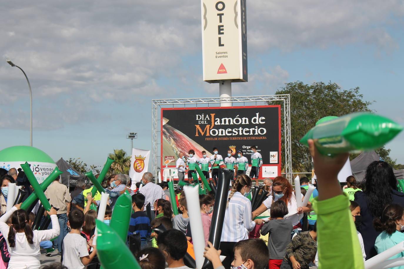 Monesterio se convierte en una fiesta con la salida de la Vuelta Ciclista Extremadura 2021