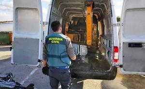 La Guardia Civil de Navalmoral recupera una retroexcavadora sustraída en Torrejón de Ardoz
