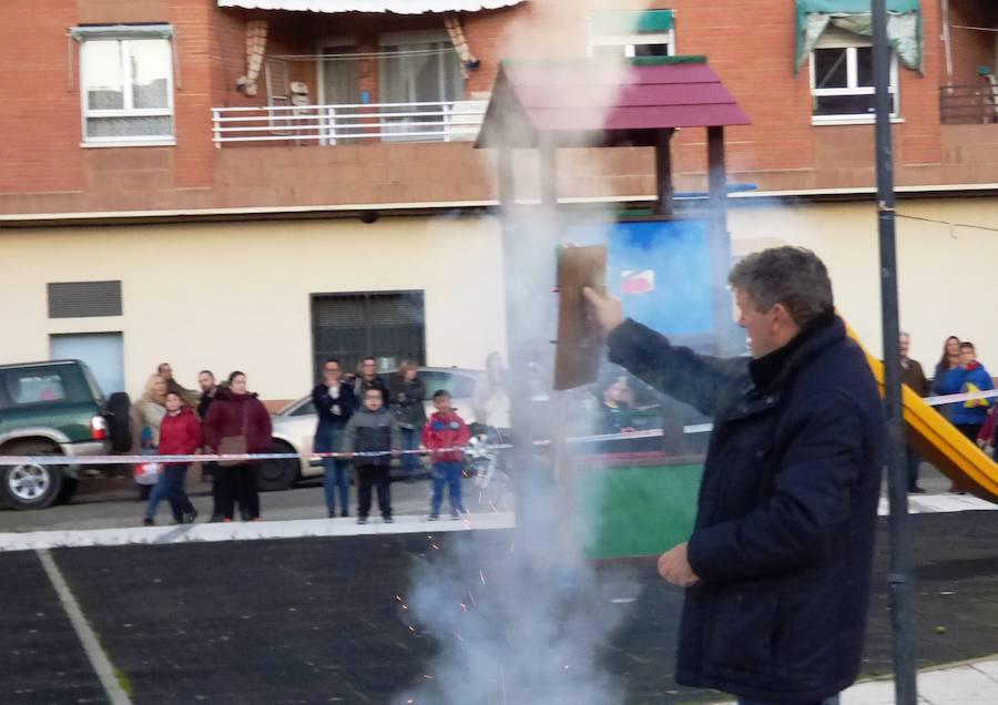 La quema del Hombre Inicuo despide las fiestas de san Andrés