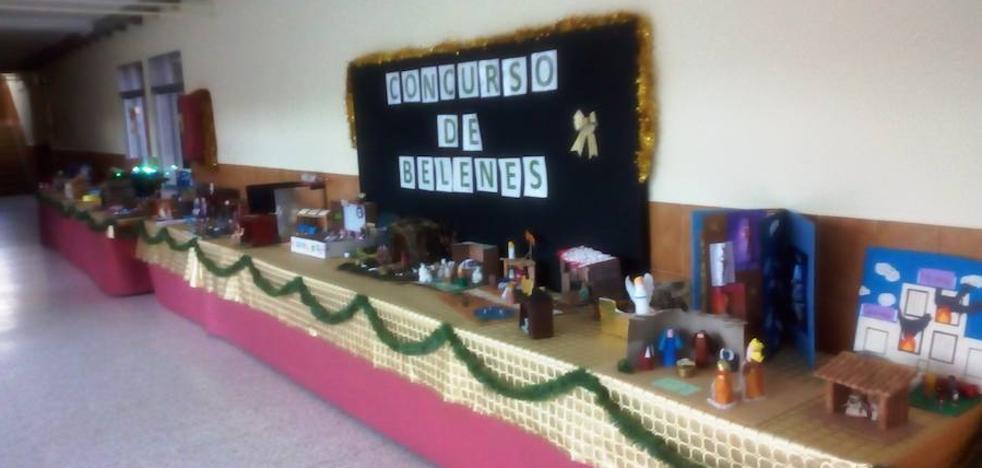 Los alumnos del instituto Augustóbriga elaboran sus propios belenes para un concurso