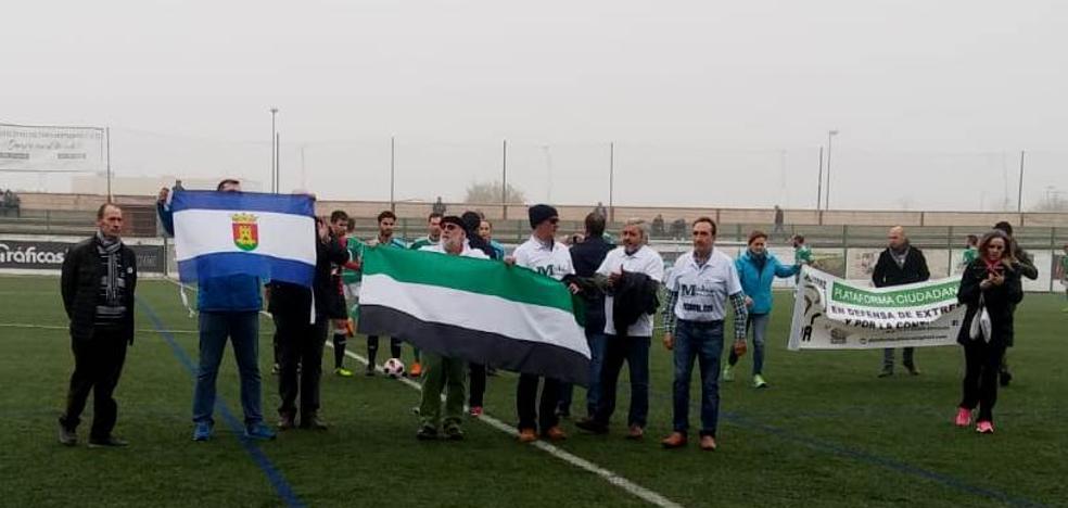 Las reivindicaciones del tren digno y de la continuidad de la central nuclear de Almaraz llegan al fútbol