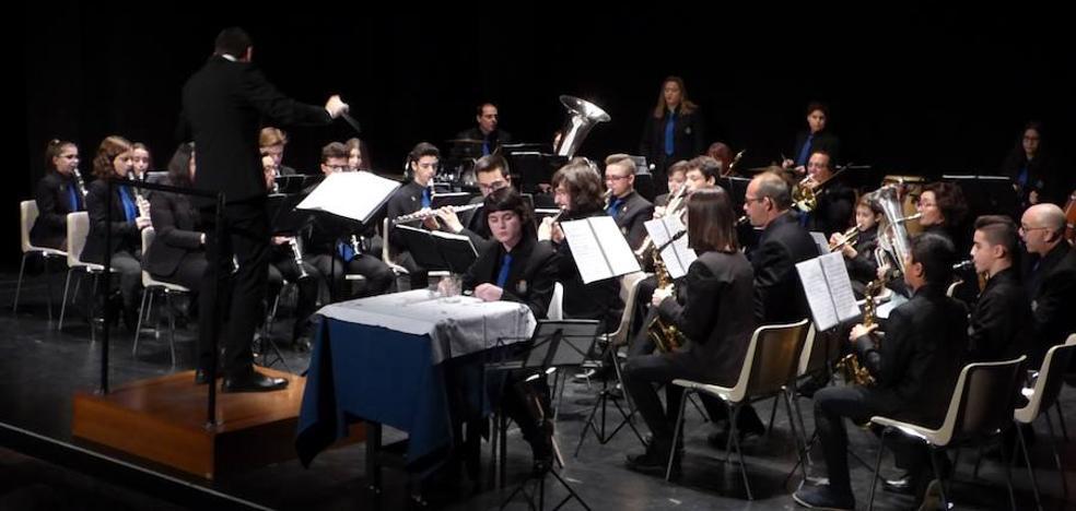 La banda y la coral protagonizan el tradicional Concierto de Navidad