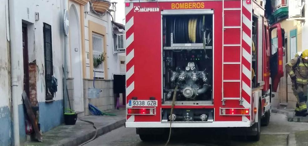 Se quema la chimenea de una vivienda en el barrio del Cerro