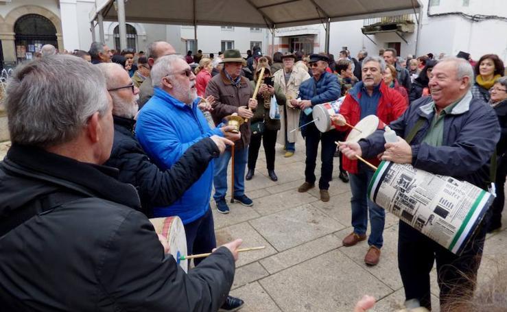 Música y tradiciones se unen en la plaza de España