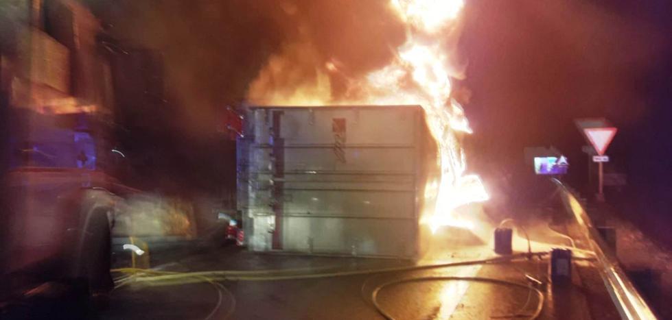 Fallece el conductor de un camión al salirse de la autovía a la altura de Almaraz