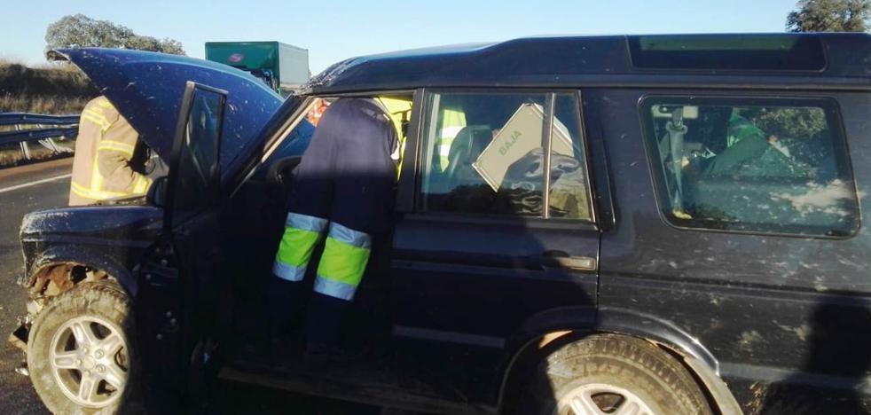 Dos personas resultan heridas leves al salirse de la vía un vehículo en la autovía a Plasencia