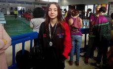 La joven nadadora Laura Ballesteros, subcampeona de Extremadura en 100 metros braza