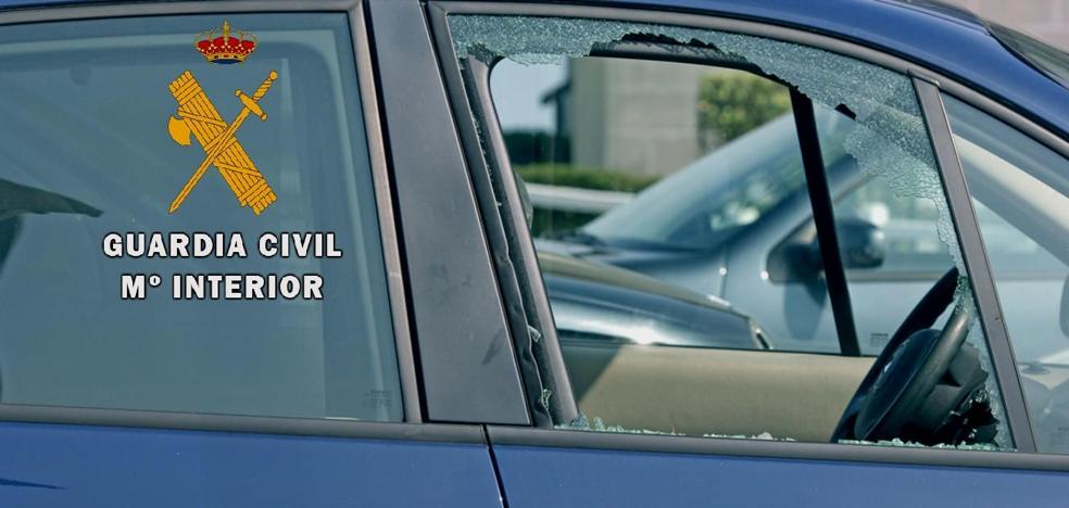 La Guardia Civil detiene a dos jóvenes como supuestos autores de varios robos en el interior de vehículos