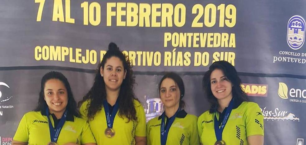 El Club Natación Moralo suma tres medallas de bronce en el nacional másters de invierno