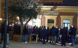 El pleno 'lleva' a la plaza de España la concentración semanal de la plataforma No al Muro