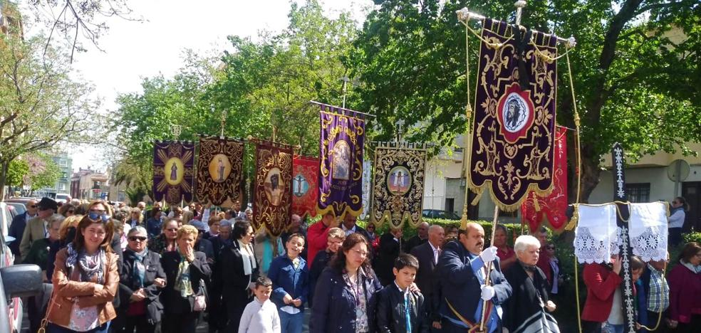 El 25 aniversario de la cofradía de Cristo en la Cruz 'adelanta' las procesiones de Semana Santa