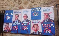 Los carteles electorales, blanco de la crispación y la intolerancia