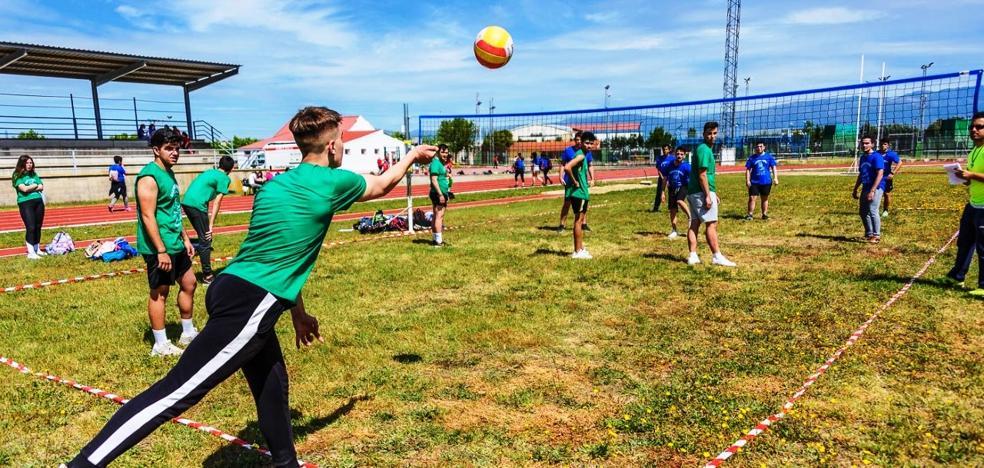 Más de 400 estudiantes de los tres institutos locales participan en las Olimpiadas Juveniles
