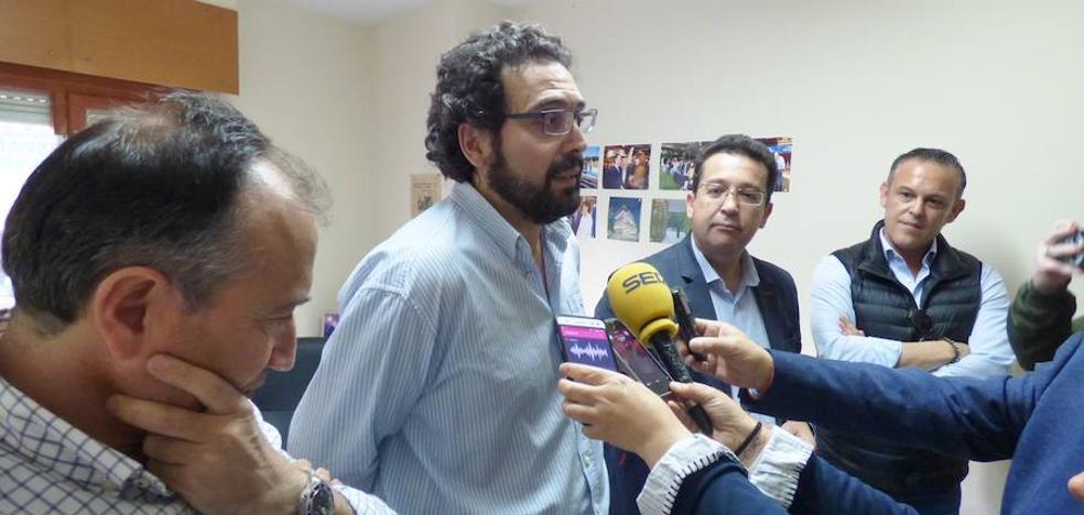 Jaime Vega asegura que tiene el apoyo de ocho concejales y que «negocia con el que falta»