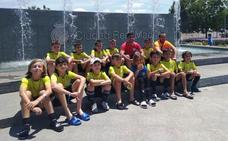 Un equipo de la E. F. Campo Arañuelo disputa el torneo de peñas del Real Madrid en Valdebebas