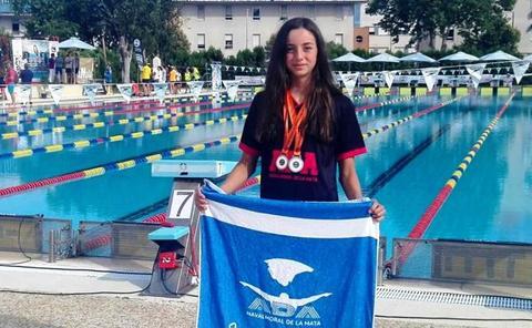 Laura Ballesteros, de ADA, doble medallista en el Campeonato de Extremadura de natación