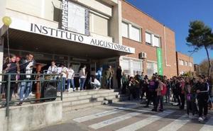 El instituto Augustóbriga recopila textos y fotografías para editar un libro por su 50 aniversario