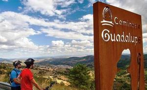 La Diputación marca con hitos el tramo cacereño del Camino Real a Guadalupe