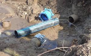La rotura de una tubería deja a buena parte de Navalmoral sin agua