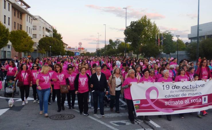 Multitudinaria Marcha Rosa contra el cáncer de mama