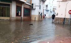 Un corto, pero intenso aguacero, inunda tramos de Antonio Concha, Genaro Cajal o Las Angustias