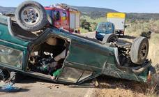 Herido el conductor de un turismo que volcó cerca de Peraleda de San Román