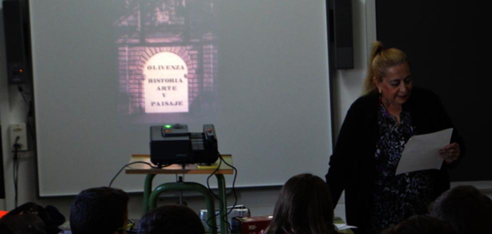 La maestra Conchi Manso vuelve al colegio público 'Francisco Ortiz'