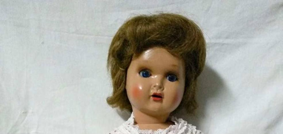Una muñeca 'Mariquita Pérez', pieza del mes de enero de 2019 en el Museo de Olivenza