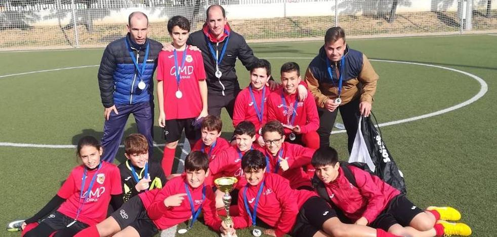 El equipo alevín de la GMD de Olivenza, subcampeón del Torneo Navideño de Badajoz