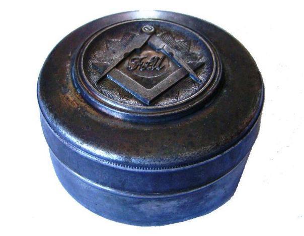 Una caja de rapé con simbología masónica, pieza del mes de febrero 2019 del Museo de Olivenza