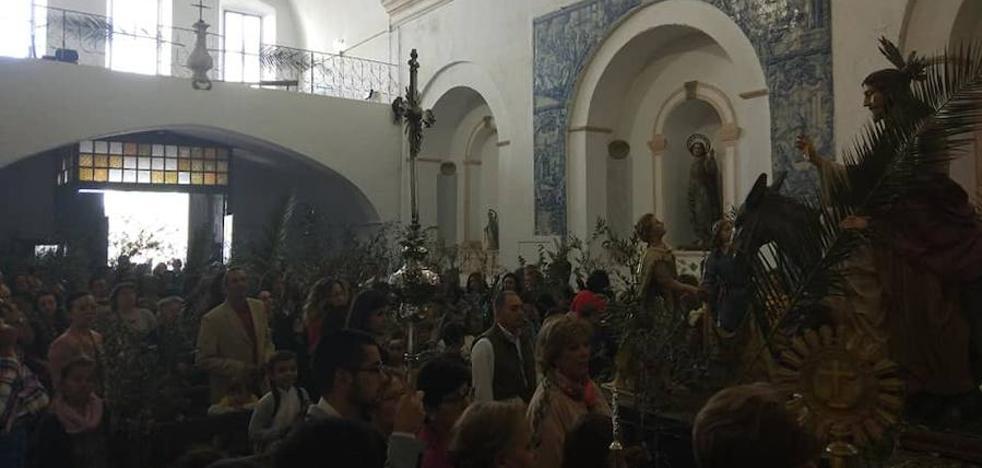 El Domingo de Ramos se celebra con un día soleado y con los niños como protagonistas