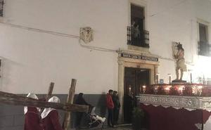 Espectacular estación de penitencia del Martes Santo con la Cofradía de 'Los Coloraos'