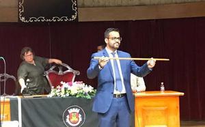 El socialista González Andrade, reelegido alcalde de Olivenza, esta vez con mayoría absoluta