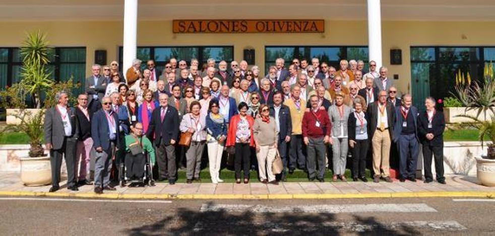 El Club Senior debate en Olivenza sobre desempleo y emigración juvenil