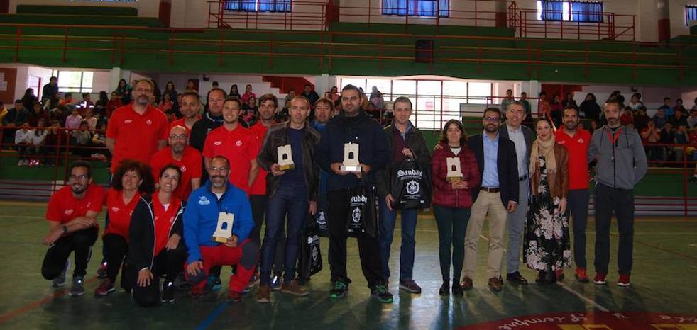 800 estudiantes, en las I Olimpiadas Deportivas Intercentros en Olivenza