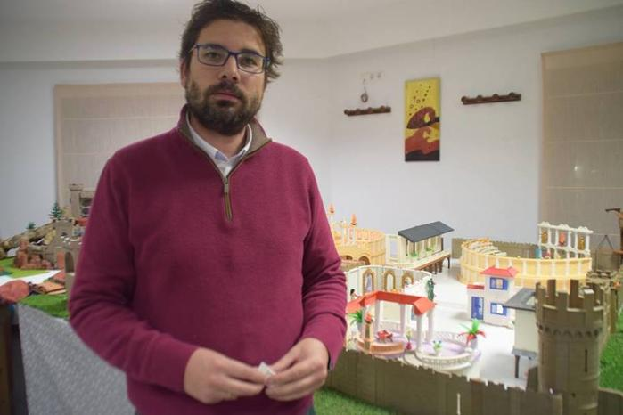 Juan Diego Reverendo «ha armado el Belén» en el Hogar Adela Cupido de Puebla de la Calzada
