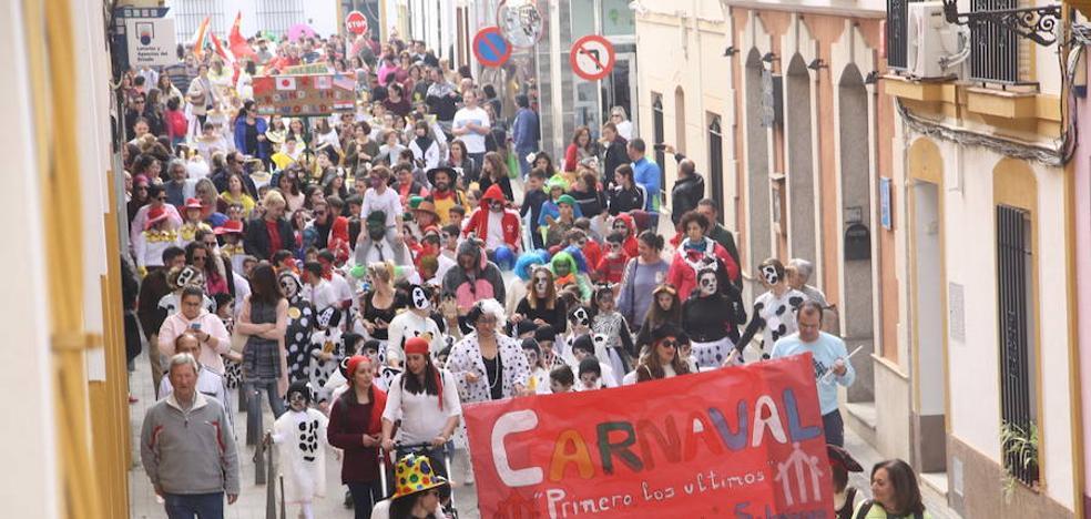 Mayores y pequeños calientan el fin de semana carnavalero en Puebla