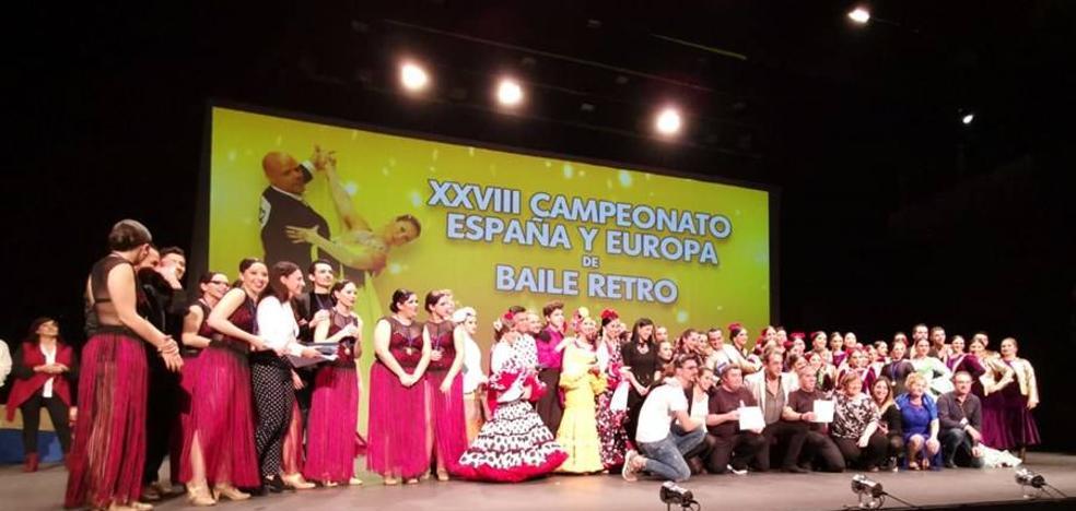 La Escuela de Baile «Jesús y Sandra», de Puebla de la Calzada, arrasa en el Campeonato de España y Europa de Baile Retro celebrado en Fuengirola