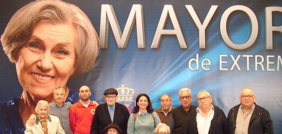 El Centro de Día de Puebla de la Calzada asiste a la Feria del Mayor en IFEBA