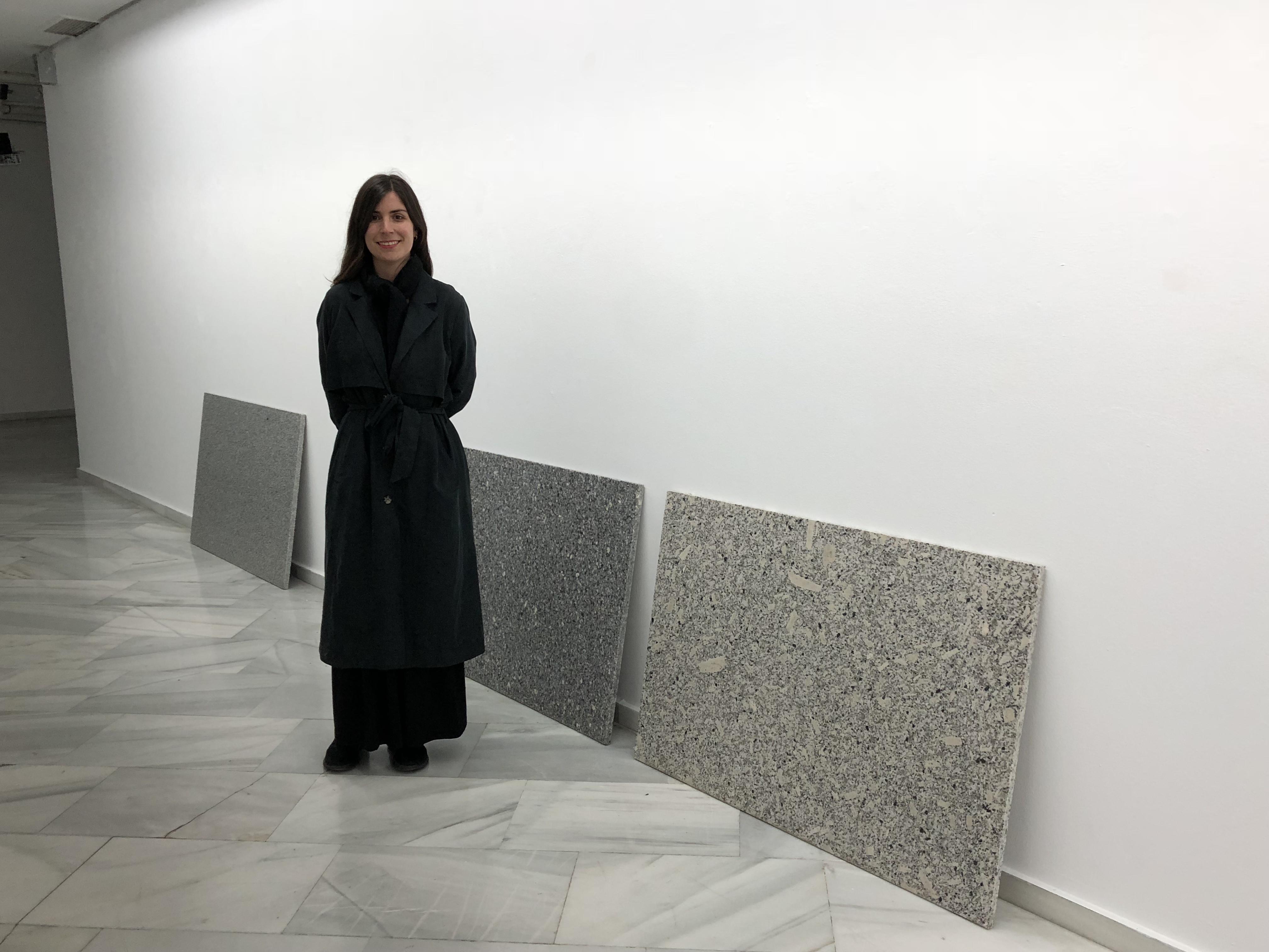 La artista Maria León convierte en arte el granito 'Gris Quintana'