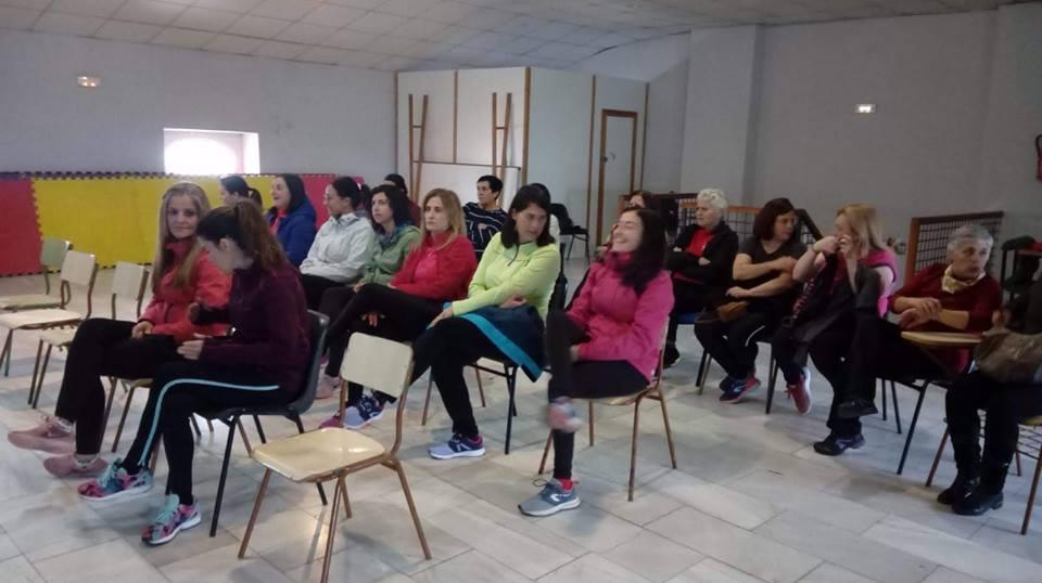 Una veintena de mujeres asistieron a la clase de autodefensa femenina