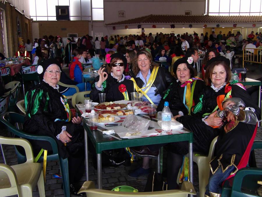 La matiné del domingo de carnaval llenó la carpa municipal de disfraces