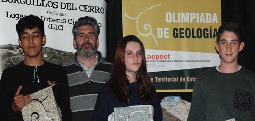 El Ayuntamiento cedió un año más los trofeos para la Olimpiada de Geología