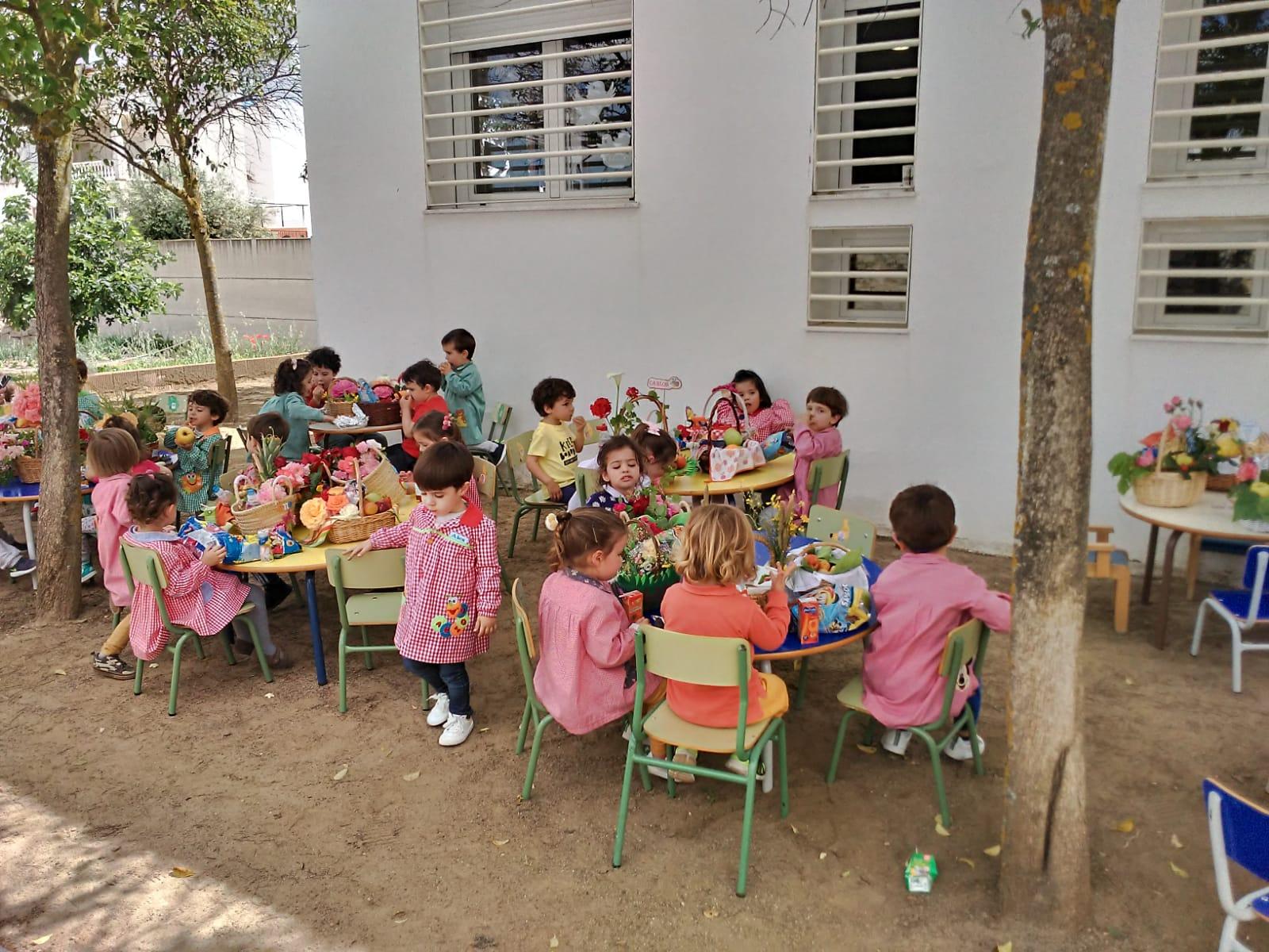 La Escuela Infantil por fin pudo celebrar su fiesta de la primavera con la llegada del sol