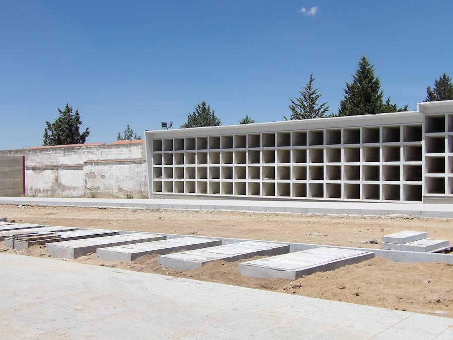 La ampliación del cementerio municipal concluirá en torno a finales del verano