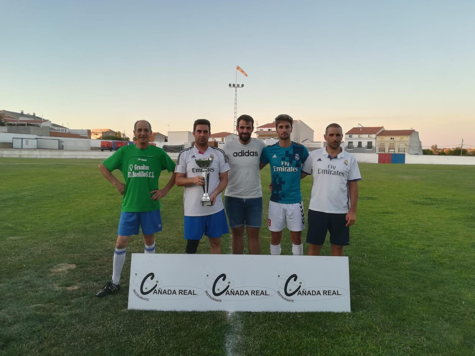 Los 'madridistas', con dos victorias, ganaron el torneo interpeñas 'La Amistad'