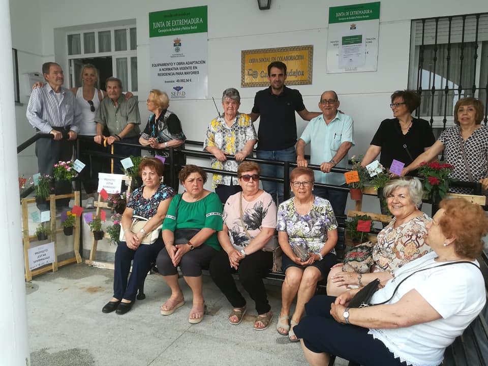 La Asociación de Mujeres de Quintana construyó un jardín vertical dentro del proyecto 'Estar sembradas'
