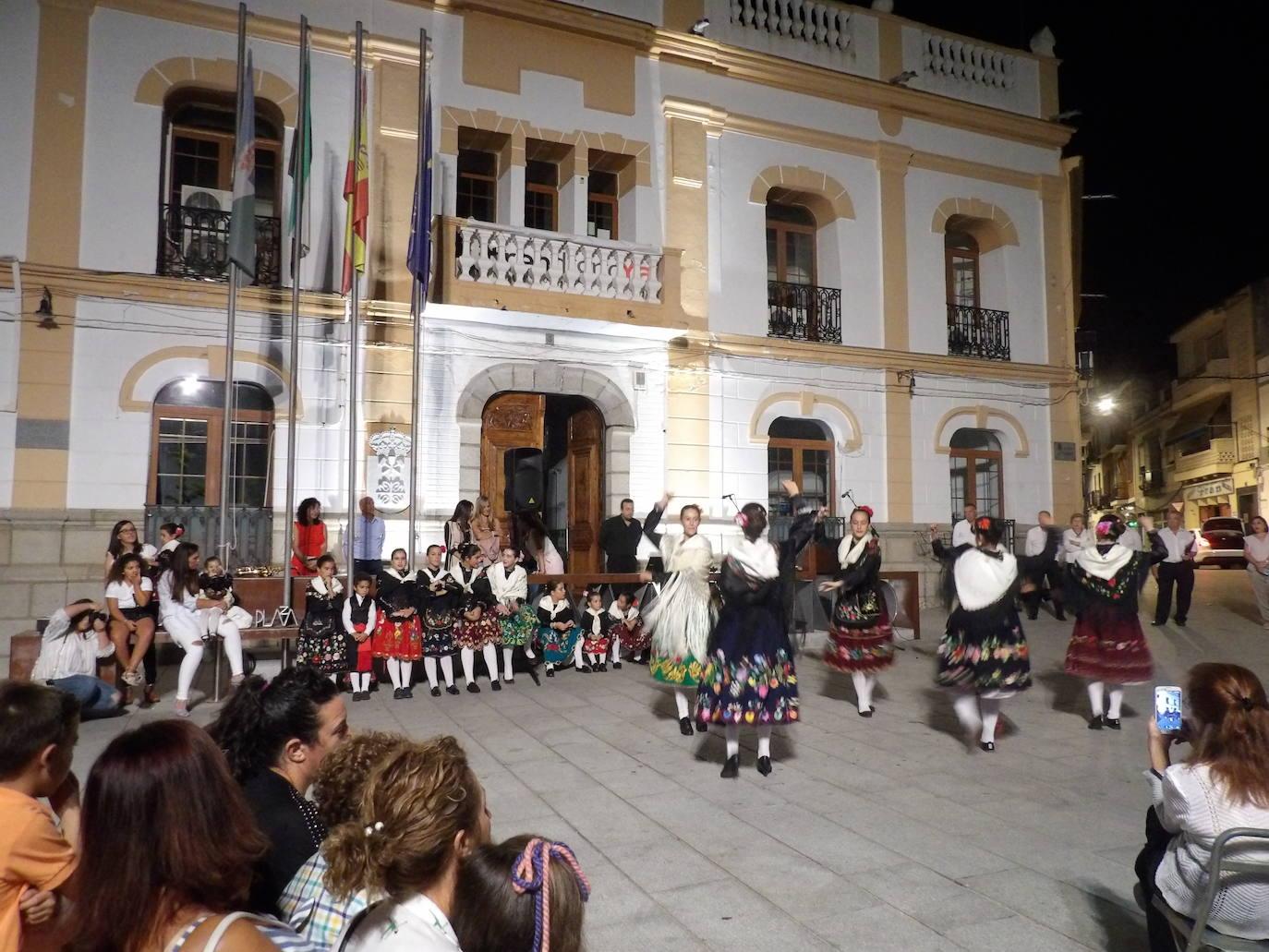 La Plaza se teñirá de verde, blanco y negro para celebrar el Día de Extremadura con música y danza