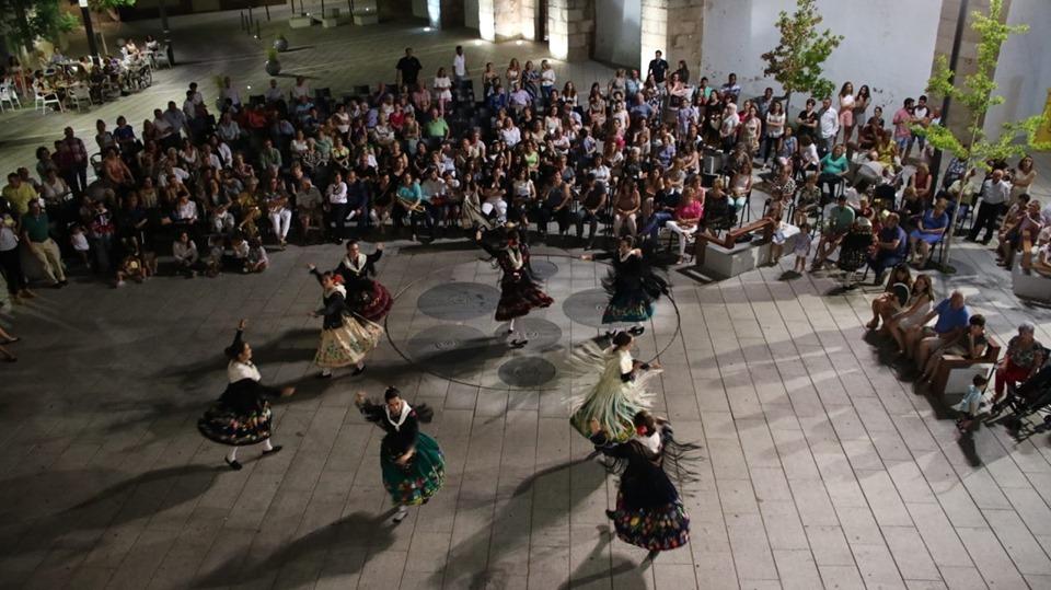 Música, danza y actividades infantiles conmemoraron el Día de Extremadura